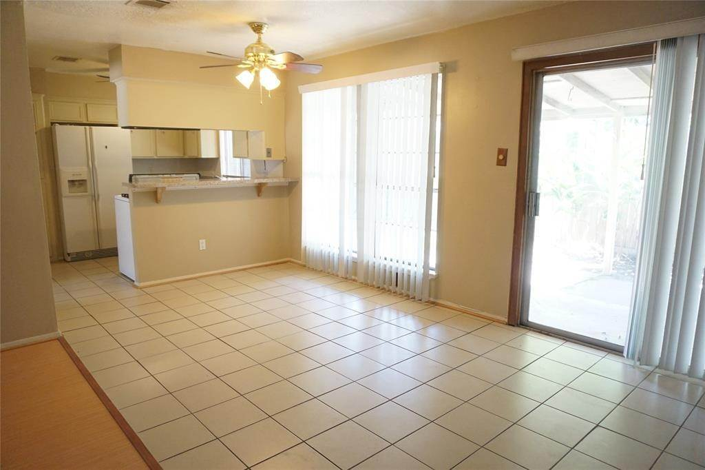 9. Single Family Homes for Rent at 10815 Sugar Hill Drive #A 10815 Sugar Hill Drive Houston, Texas 77042 United States