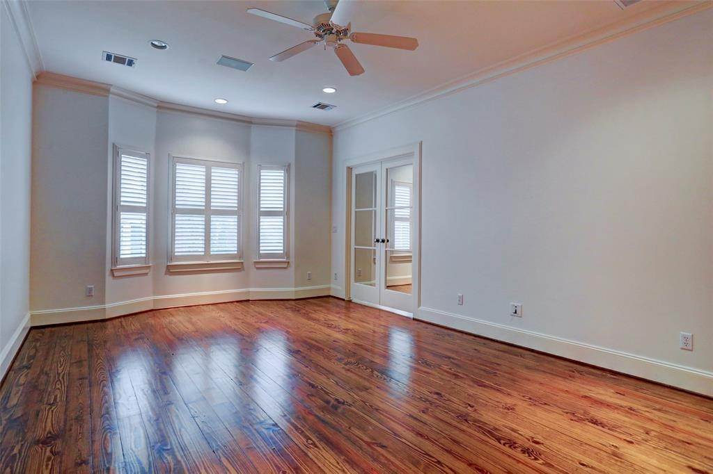11. Condo / Townhouse for Rent at 2416 W Main Street Houston, Texas 77098 United States