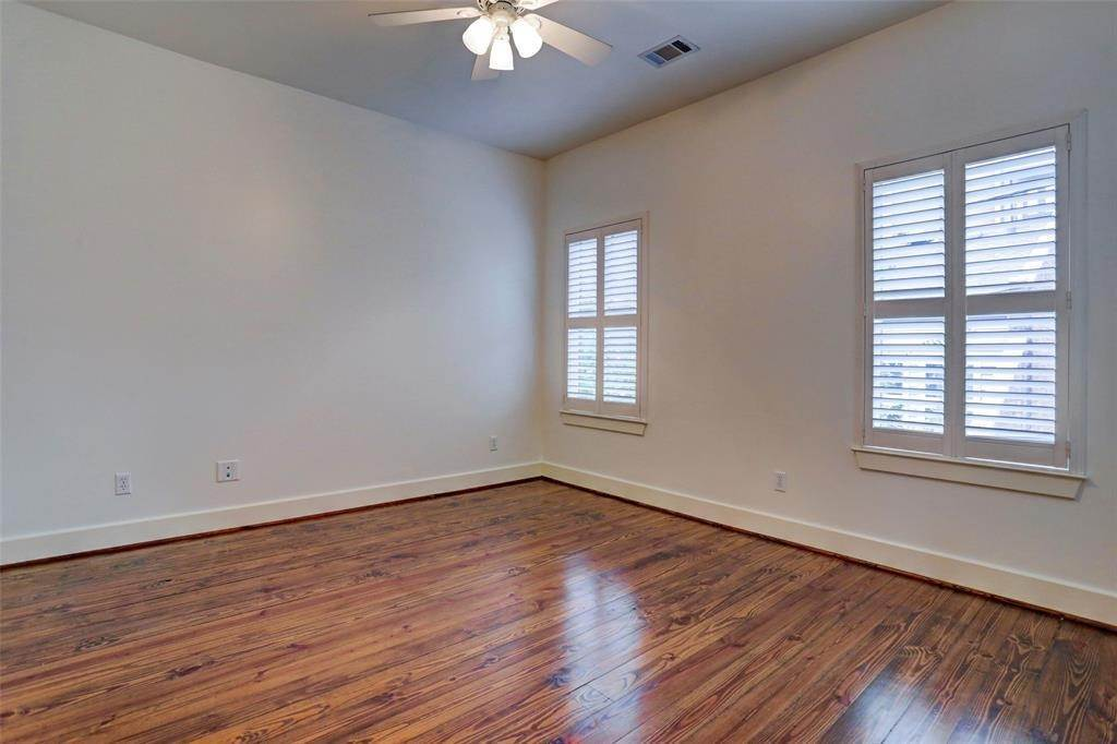 19. Condo / Townhouse for Rent at 2416 W Main Street Houston, Texas 77098 United States