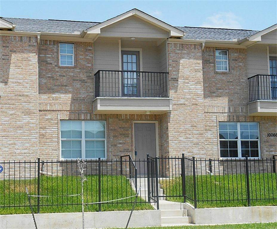 22. Condo / Townhouse for Rent at 10068 Emnora Lane Houston, Texas 77080 United States