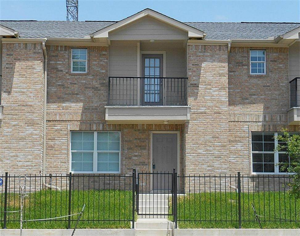 23. Condo / Townhouse for Rent at 10068 Emnora Lane Houston, Texas 77080 United States