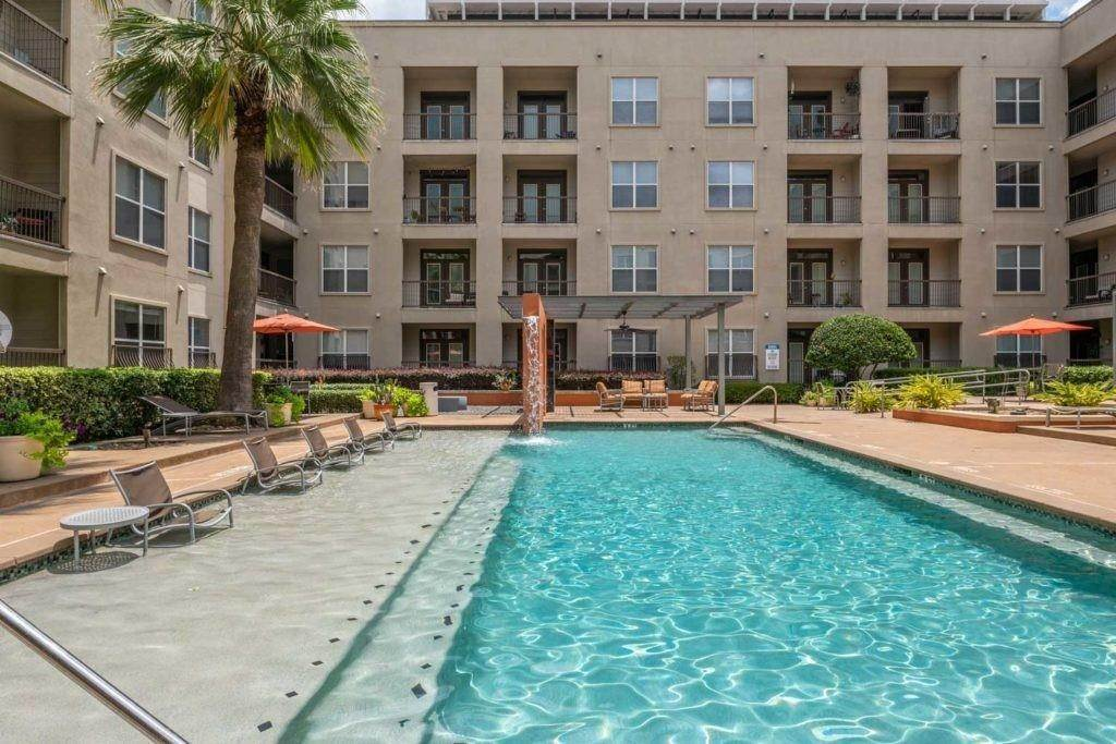 12. High or Mid-Rise Condo for Rent at 3660 Richmond Avenue #369 3660 Richmond Avenue Houston, Texas 77046 United States