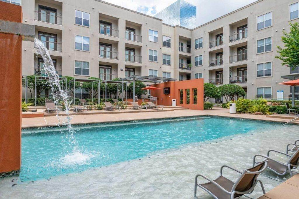 13. High or Mid-Rise Condo for Rent at 3660 Richmond Avenue #369 3660 Richmond Avenue Houston, Texas 77046 United States