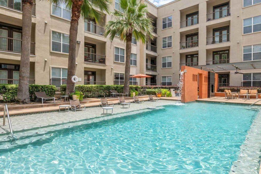 14. High or Mid-Rise Condo for Rent at 3660 Richmond Avenue #369 3660 Richmond Avenue Houston, Texas 77046 United States