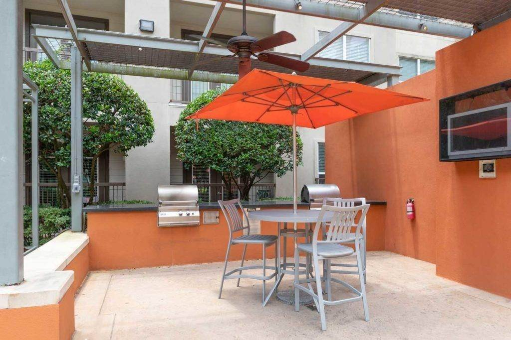 17. High or Mid-Rise Condo for Rent at 3660 Richmond Avenue #369 3660 Richmond Avenue Houston, Texas 77046 United States