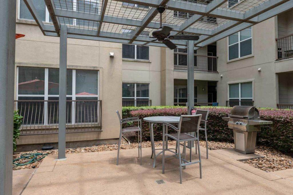 18. High or Mid-Rise Condo for Rent at 3660 Richmond Avenue #369 3660 Richmond Avenue Houston, Texas 77046 United States