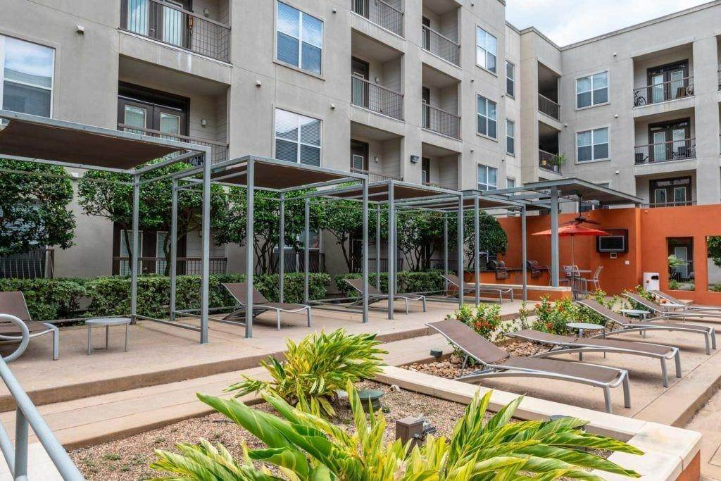 19. High or Mid-Rise Condo for Rent at 3660 Richmond Avenue #369 3660 Richmond Avenue Houston, Texas 77046 United States