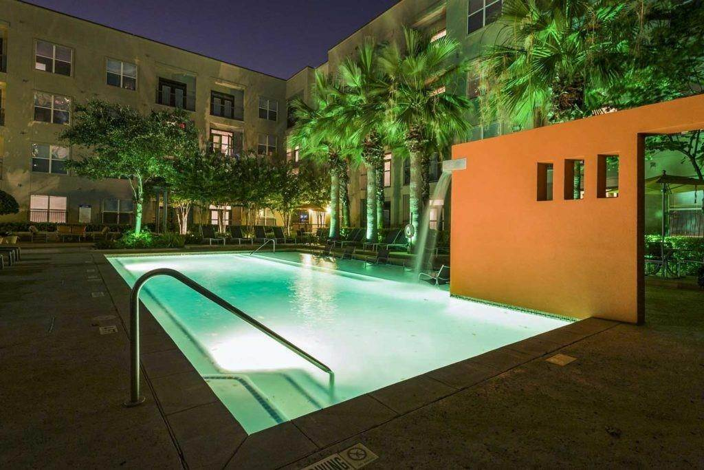 20. High or Mid-Rise Condo for Rent at 3660 Richmond Avenue #369 3660 Richmond Avenue Houston, Texas 77046 United States