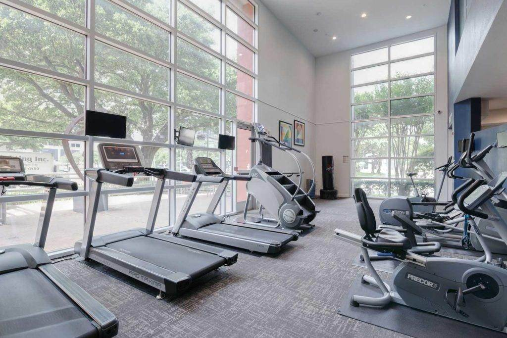 31. High or Mid-Rise Condo for Rent at 3660 Richmond Avenue #369 3660 Richmond Avenue Houston, Texas 77046 United States