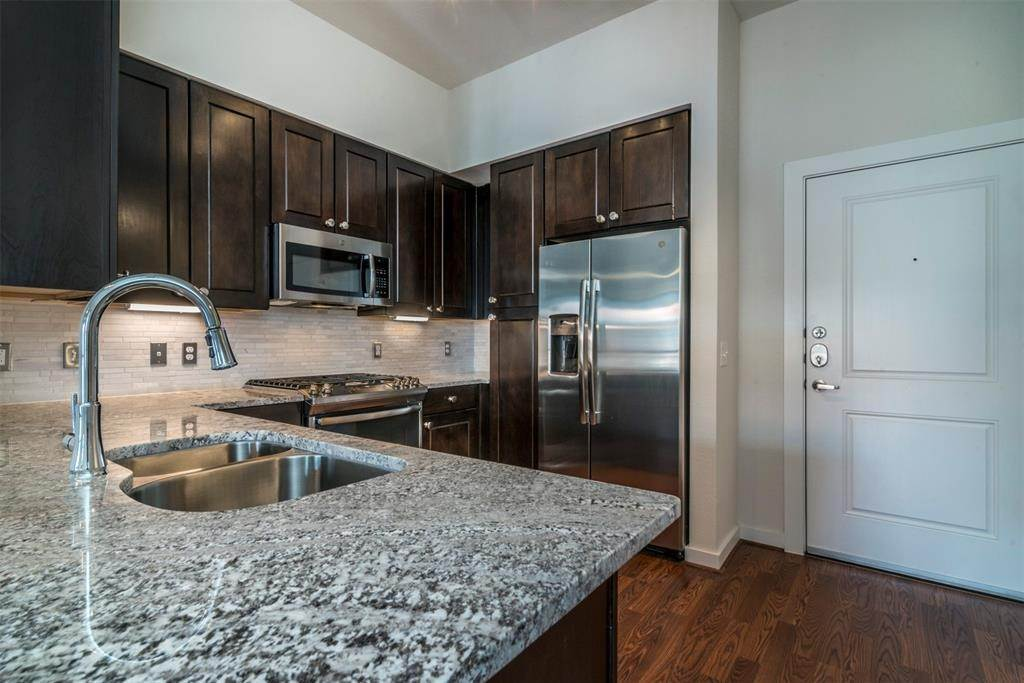 2. High or Mid-Rise Condo for Rent at 1235 E Nasa Parkway #1138 1235 E Nasa Parkway Houston, Texas 77058 United States