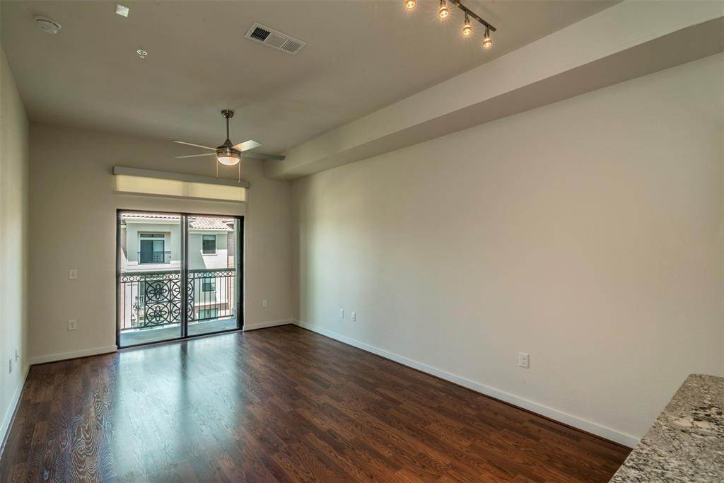 4. High or Mid-Rise Condo for Rent at 1235 E Nasa Parkway #1138 1235 E Nasa Parkway Houston, Texas 77058 United States