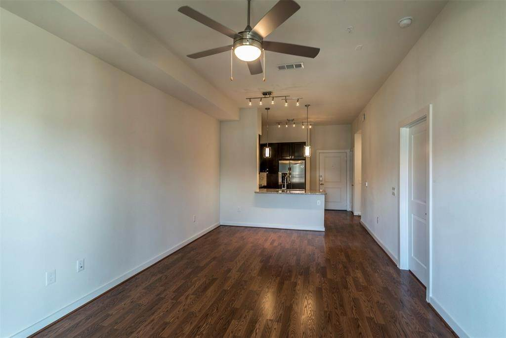 5. High or Mid-Rise Condo for Rent at 1235 E Nasa Parkway #1138 1235 E Nasa Parkway Houston, Texas 77058 United States