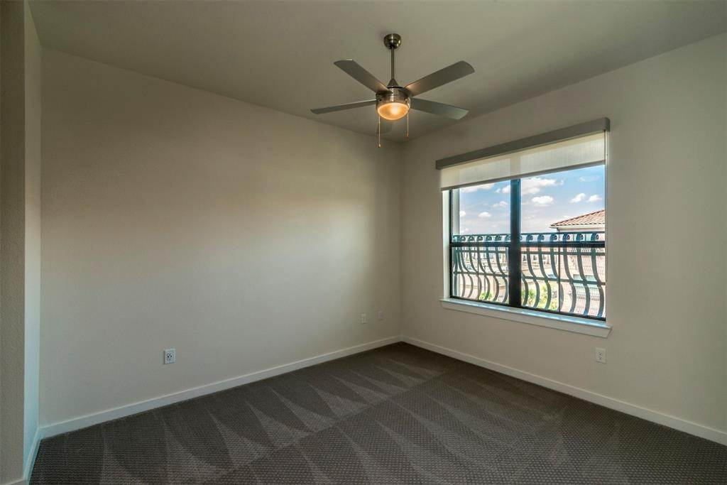 6. High or Mid-Rise Condo for Rent at 1235 E Nasa Parkway #1138 1235 E Nasa Parkway Houston, Texas 77058 United States