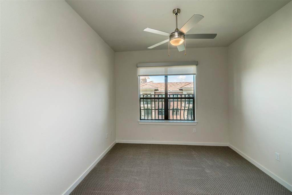 7. High or Mid-Rise Condo for Rent at 1235 E Nasa Parkway #1138 1235 E Nasa Parkway Houston, Texas 77058 United States