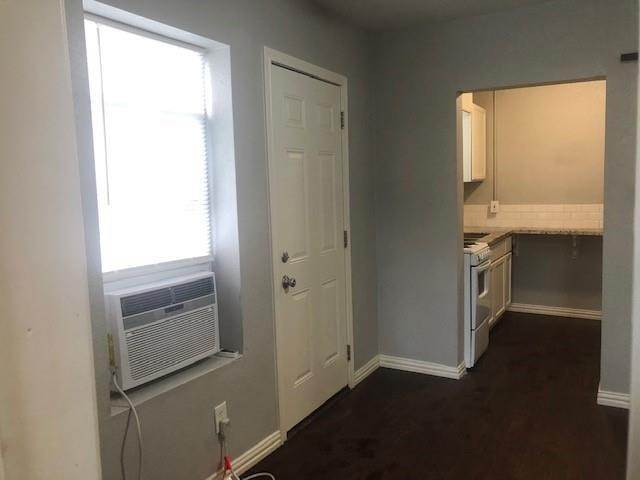 11. Single Family Homes for Rent at 309 Hutcheson Street #4 309 Hutcheson Street Houston, Texas 77003 United States