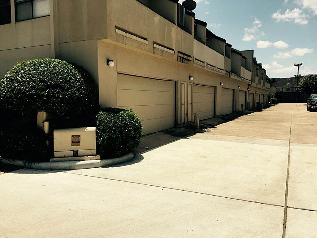 17. Condo / Townhouse for Rent at 1112 Bering Drive #67 1112 Bering Drive Houston, Texas 77057 United States