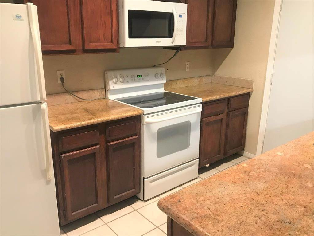5. Condo / Townhouse for Rent at 1112 Bering Drive #67 1112 Bering Drive Houston, Texas 77057 United States