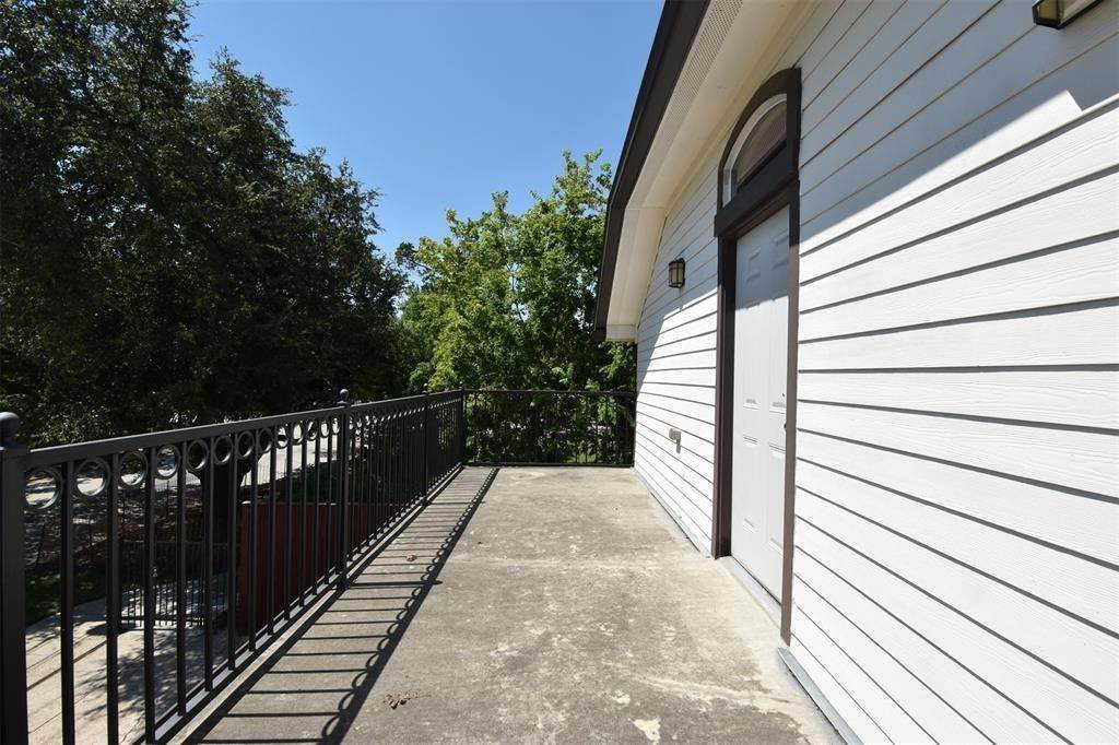 18. Single Family Homes for Rent at 2506 La Branch Street #A 2506 La Branch Street Houston, Texas 77004 United States