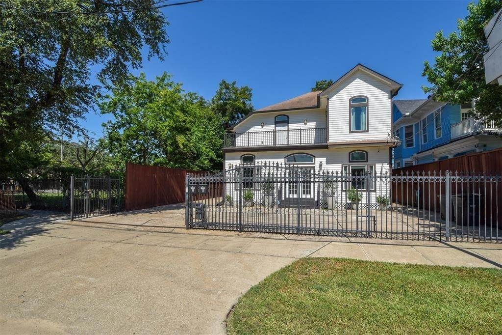 23. Single Family Homes for Rent at 2506 La Branch Street #A 2506 La Branch Street Houston, Texas 77004 United States