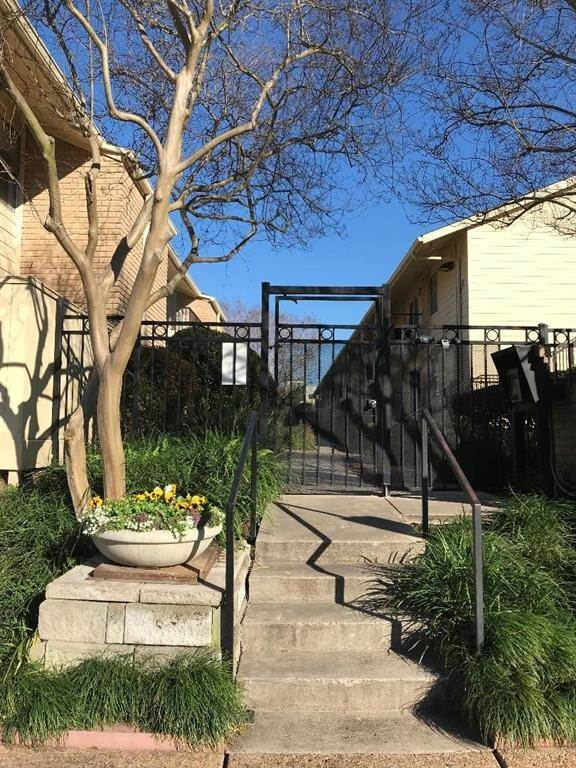 2. Condo / Townhouse for Rent at 3131 Cummins Street #23 3131 Cummins Street Houston, Texas 77027 United States