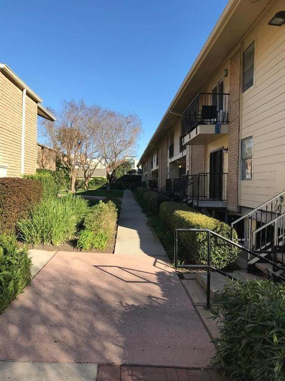 3. Condo / Townhouse for Rent at 3131 Cummins Street #23 3131 Cummins Street Houston, Texas 77027 United States