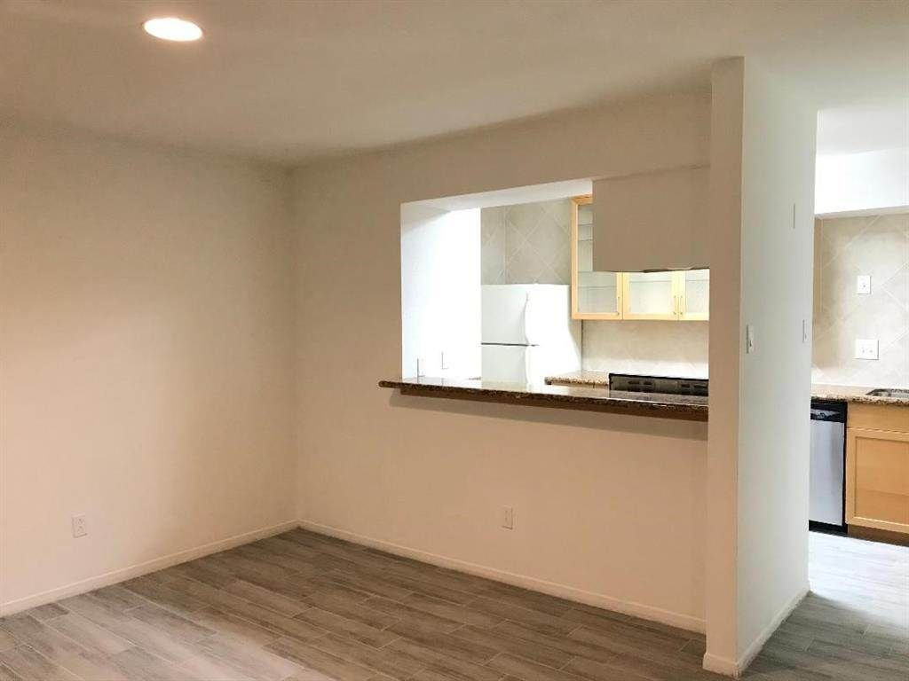 7. Condo / Townhouse for Rent at 3131 Cummins Street #23 3131 Cummins Street Houston, Texas 77027 United States