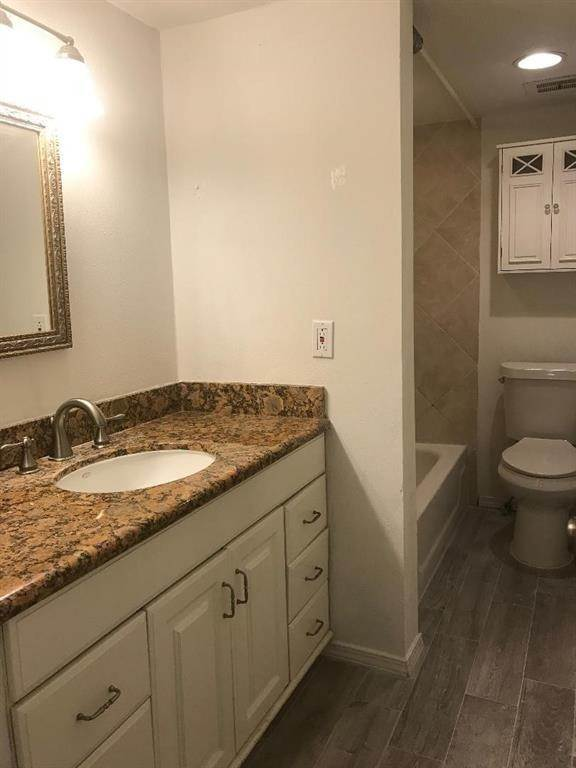 9. Condo / Townhouse for Rent at 3131 Cummins Street #23 3131 Cummins Street Houston, Texas 77027 United States