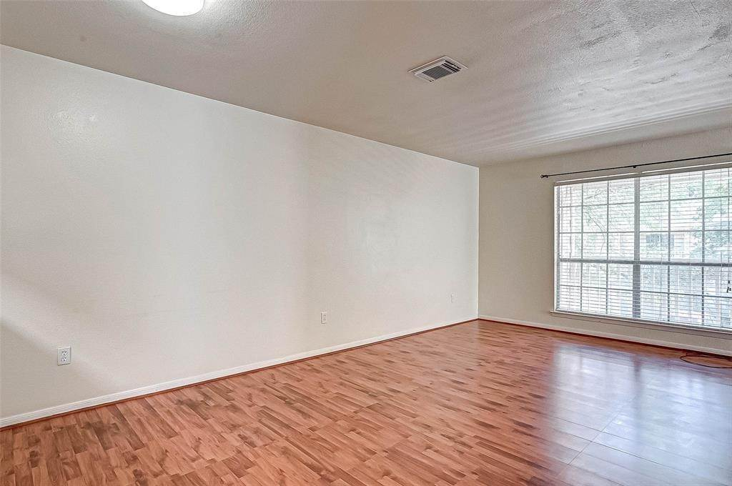 11. Condo / Townhouse for Rent at 2626 Holly Hall Street #316 2626 Holly Hall Street Houston, Texas 77054 United States