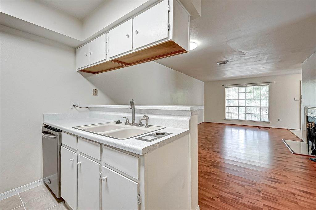 17. Condo / Townhouse for Rent at 2626 Holly Hall Street #316 2626 Holly Hall Street Houston, Texas 77054 United States