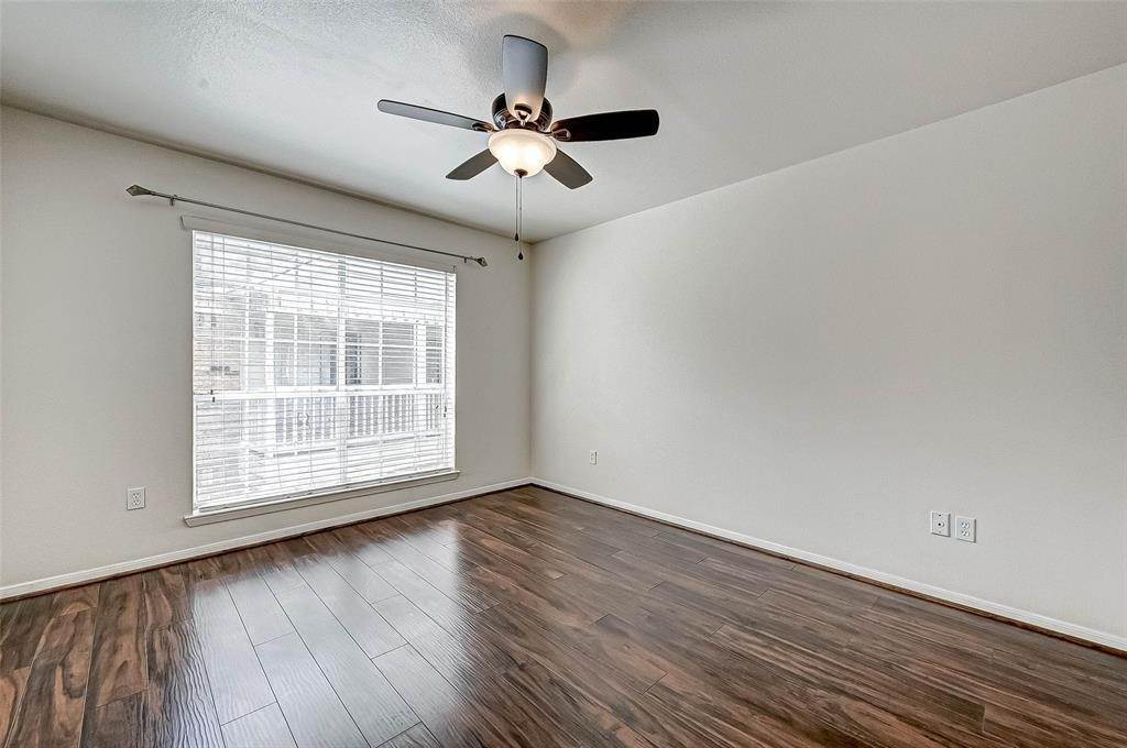 21. Condo / Townhouse for Rent at 2626 Holly Hall Street #316 2626 Holly Hall Street Houston, Texas 77054 United States