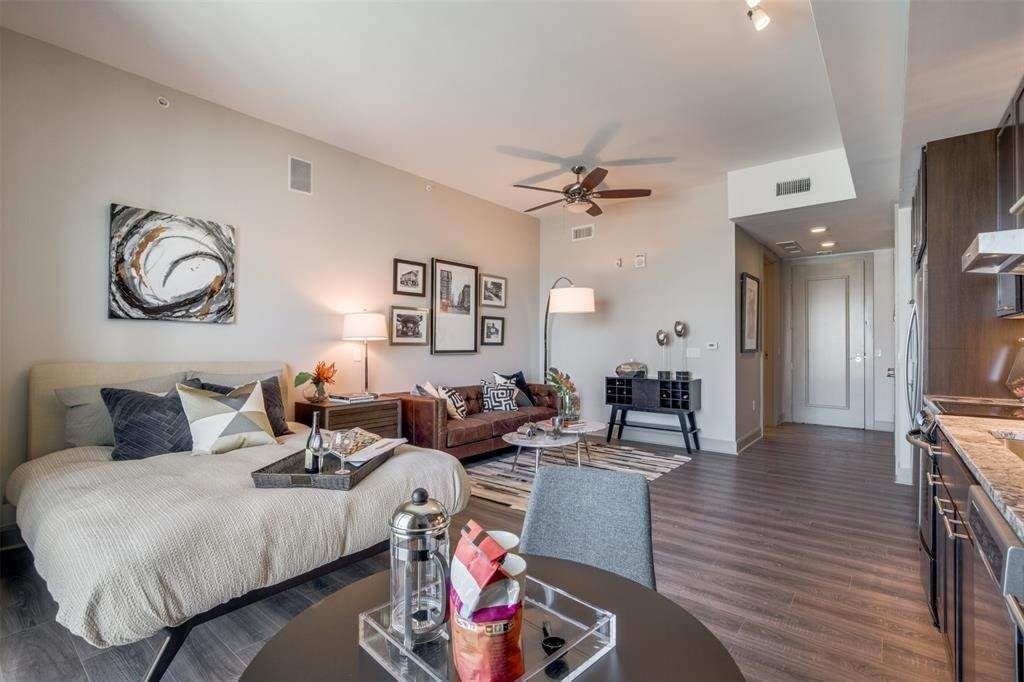 10. High or Mid-Rise Condo for Rent at 9789 N Katy Fwy #1720 9789 N Katy Fwy Houston, Texas 77024 United States