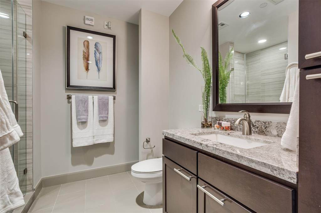 26. High or Mid-Rise Condo for Rent at 9789 N Katy Fwy #1720 9789 N Katy Fwy Houston, Texas 77024 United States