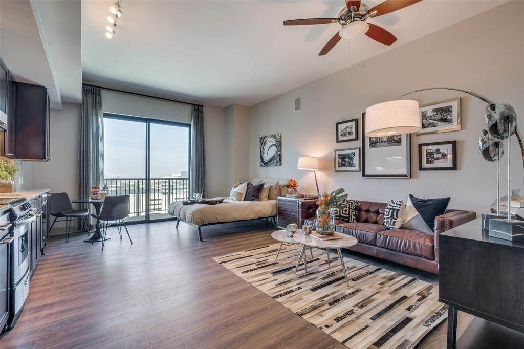 4. High or Mid-Rise Condo for Rent at 9789 N Katy Fwy #1720 9789 N Katy Fwy Houston, Texas 77024 United States