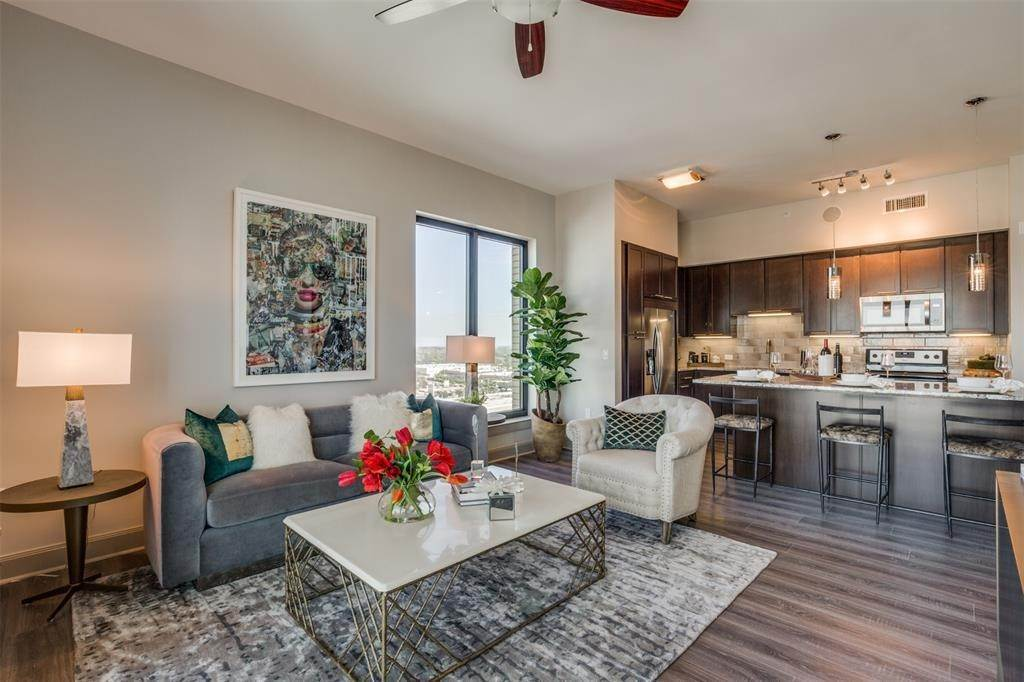 8. High or Mid-Rise Condo for Rent at 9789 N Katy Fwy #1720 9789 N Katy Fwy Houston, Texas 77024 United States
