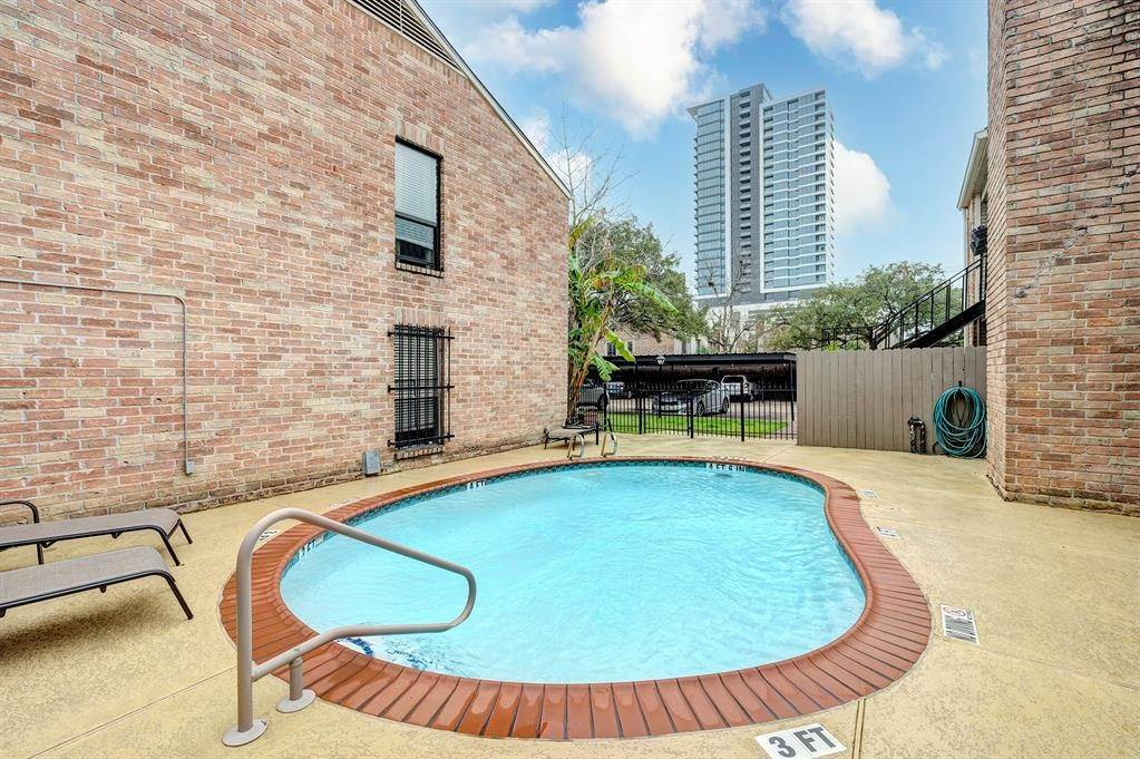 13. Condo / Townhouse for Rent at 3700 W Clay #234 3700 W Clay Houston, Texas 77019 United States