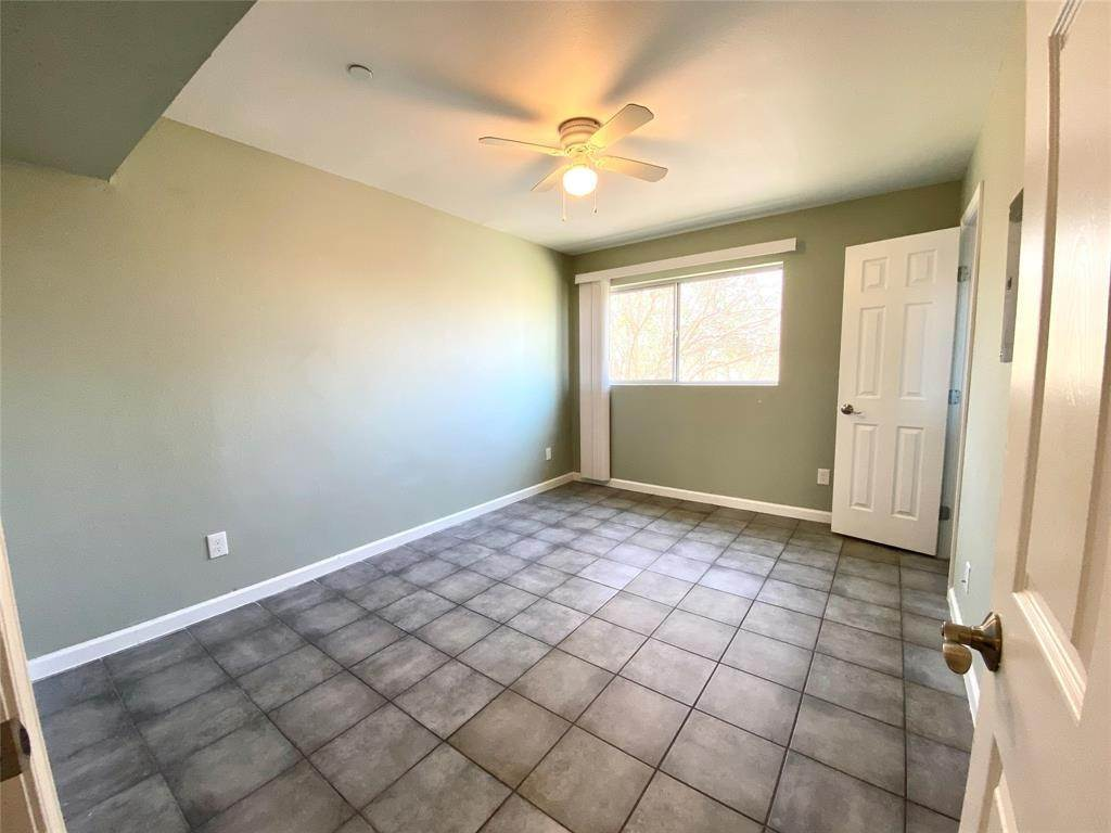 7. Single Family Homes for Rent at 6414 Sloan Street #8 6414 Sloan Street Houston, Texas 77087 United States
