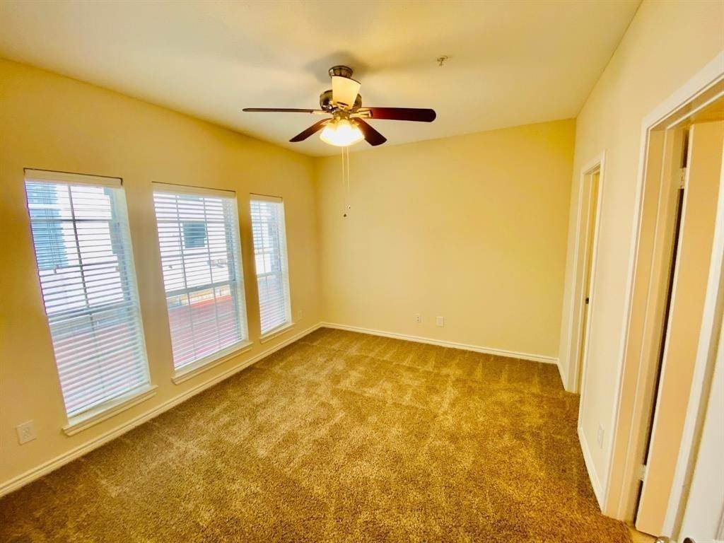 5. High or Mid-Rise Condo for Rent at 2350 Westcreek Lane #6208 2350 Westcreek Lane Houston, Texas 77027 United States