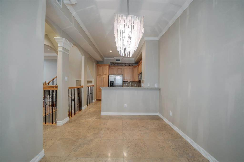 12. Condo / Townhouse for Rent at 105 Detering Street #D 105 Detering Street Houston, Texas 77007 United States