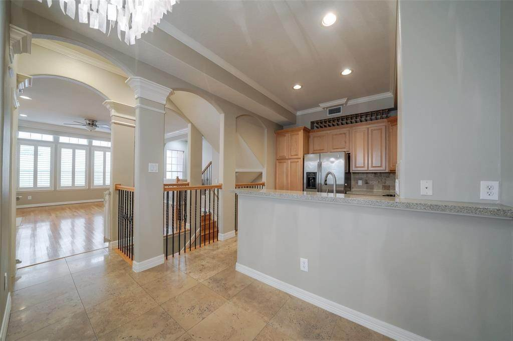 13. Condo / Townhouse for Rent at 105 Detering Street #D 105 Detering Street Houston, Texas 77007 United States