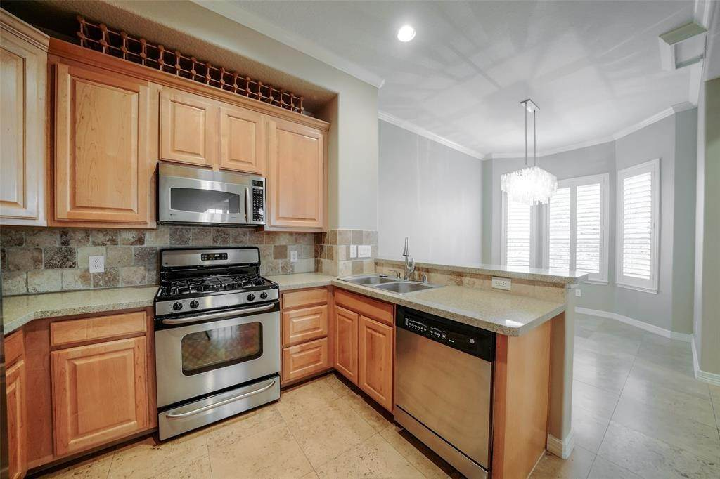 16. Condo / Townhouse for Rent at 105 Detering Street #D 105 Detering Street Houston, Texas 77007 United States