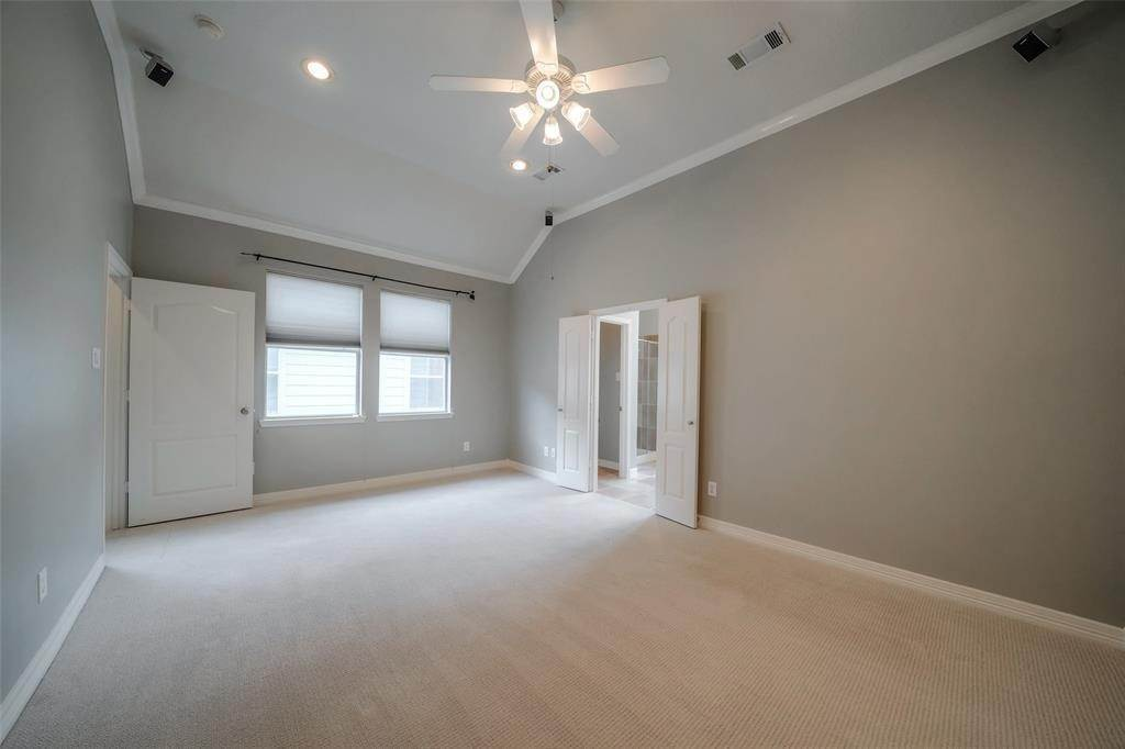 19. Condo / Townhouse for Rent at 105 Detering Street #D 105 Detering Street Houston, Texas 77007 United States
