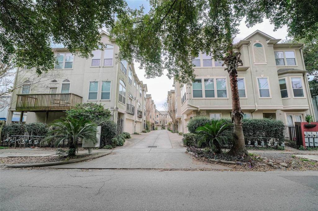 2. Condo / Townhouse for Rent at 105 Detering Street #D 105 Detering Street Houston, Texas 77007 United States