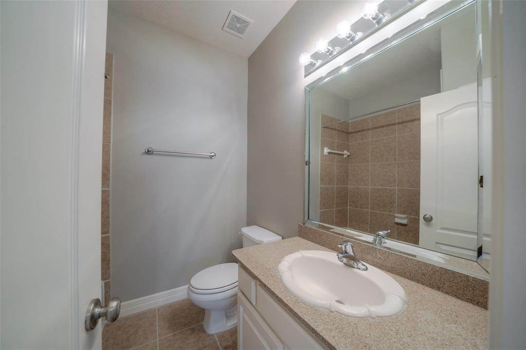 24. Condo / Townhouse for Rent at 105 Detering Street #D 105 Detering Street Houston, Texas 77007 United States