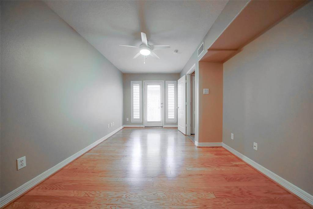 27. Condo / Townhouse for Rent at 105 Detering Street #D 105 Detering Street Houston, Texas 77007 United States