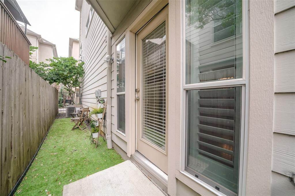 31. Condo / Townhouse for Rent at 105 Detering Street #D 105 Detering Street Houston, Texas 77007 United States