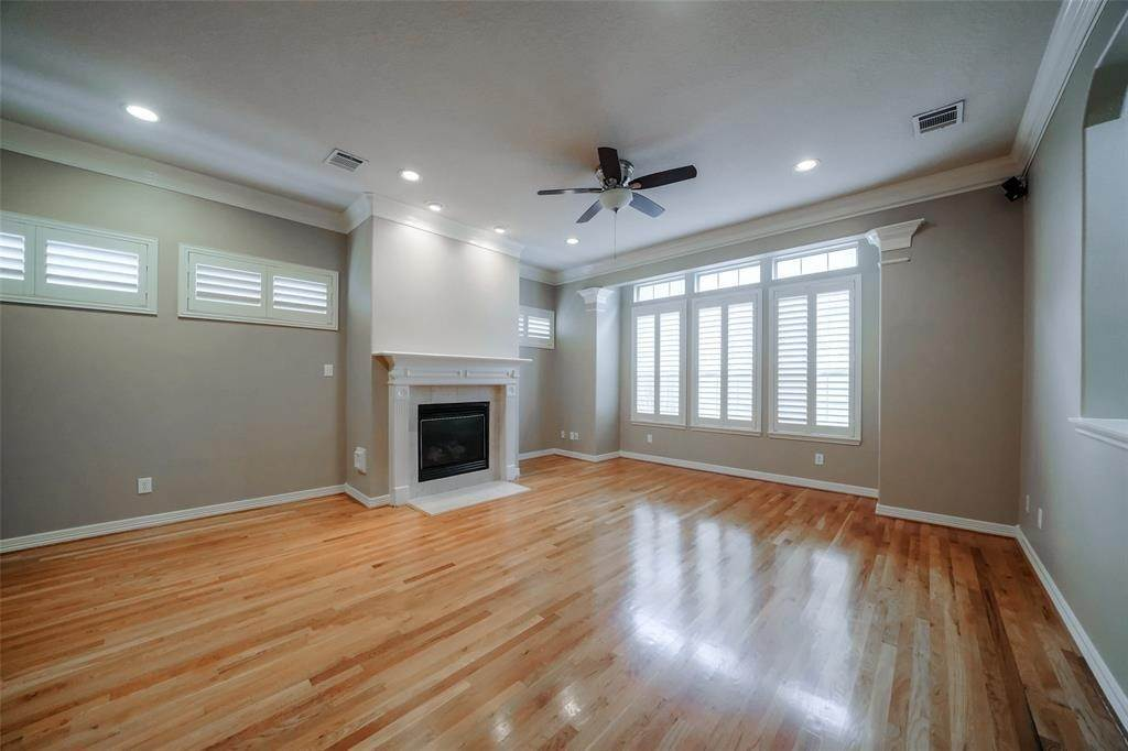 5. Condo / Townhouse for Rent at 105 Detering Street #D 105 Detering Street Houston, Texas 77007 United States