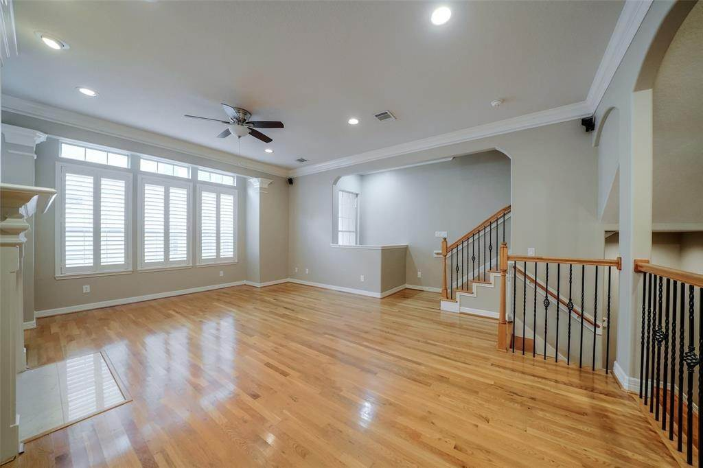 9. Condo / Townhouse for Rent at 105 Detering Street #D 105 Detering Street Houston, Texas 77007 United States