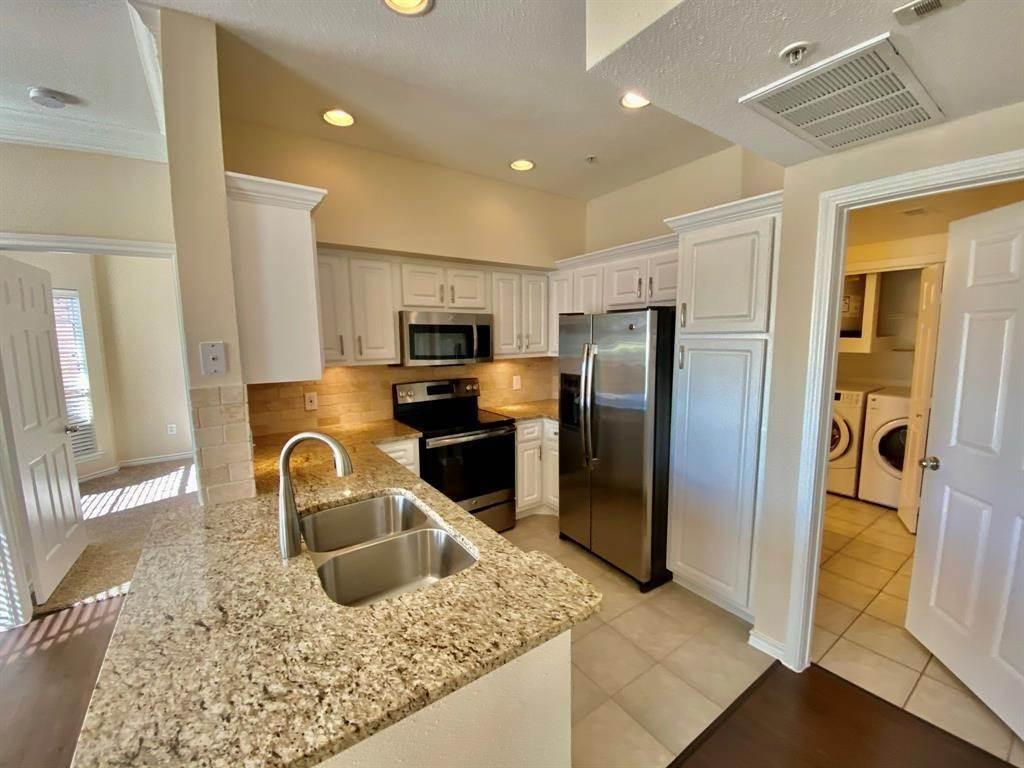 4. High or Mid-Rise Condo for Rent at 2350 Westcreek Lane #2203 2350 Westcreek Lane Houston, Texas 77027 United States