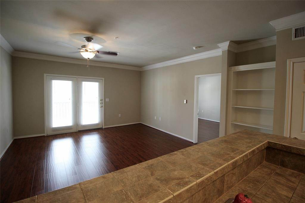 10. High or Mid-Rise Condo for Rent at 2400 Mccue Road #442 2400 Mccue Road Houston, Texas 77056 United States