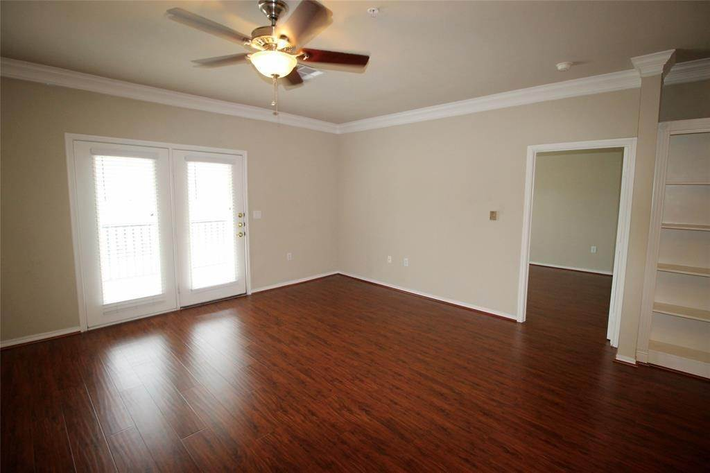 11. High or Mid-Rise Condo for Rent at 2400 Mccue Road #442 2400 Mccue Road Houston, Texas 77056 United States
